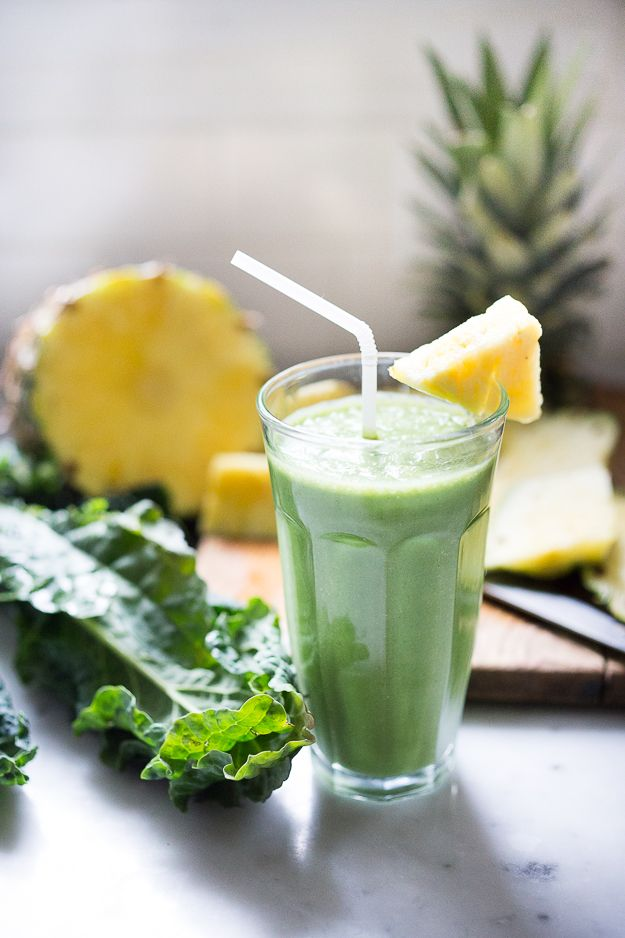 Matcha Smoothie with pineapple, kale and coconut